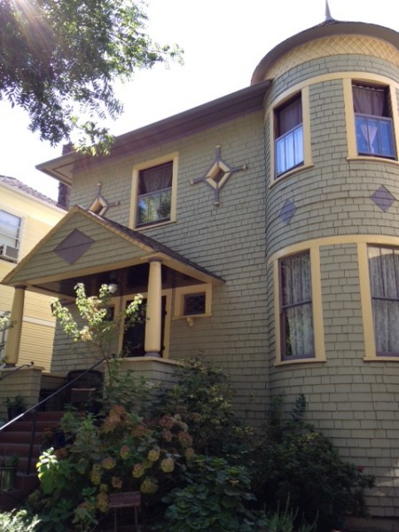 Victorian Architecture in in its glory: 1922 22nd St., Sacramento, CA.